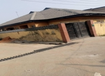 HOT SALE IN SURULERE CORNER PIECE 3BEDROOM BUNGALOW AT VERY SECURED CALL AT GATE CLOSE OFF BODE THOMAS LAGOS!!!