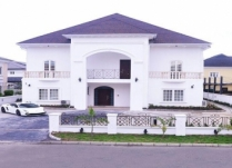 WELL FINISHED FURNISHED AUTOMATED 5BEDROOMS DETACHED HOUSE WITH 2ROOMS BQ AT OFF CHEVRON HEAD OFFICE ROAD LEKKI LAGOS!!!