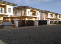 MINI ESTATE OF 8 UNITS OF 4BEDROOM SEMIDETACHED AND 6 UNITS OF 5BEDROOM FULLY DETACHED DUPLEX AT OLOGOLO CITY MALL SHOPRITE JAKANDE LEKKI LAGOS.
