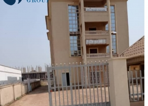 A 3 STOREY BUILDING OFFICE COMPLEX AND WAREHOUSE AT BANK ROAD OPPOSITE GTB BANK ADO-EKITIT EKITI STATE!!!