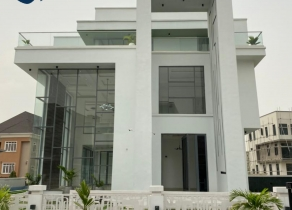 NEWLY BUILT & FULLY AUTOMATED PALATIAL HOME 5-BEDROOM FULLY DETACHED DUPLEX WITH A BQ AT PINNOCK ESTATE LEKKI LAGOS!!!