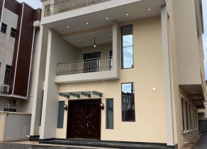 BRAND NEW BUILT5BEDROOM EXQUISITELY BUILT FULLY DEACHED DUPLEX ON 700SQM WITH A 2 ROOM BQ AT OFF BANANA ISLAND ROAD, ONIKOYI LAGOS!!!